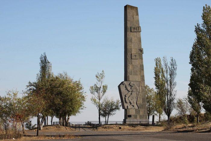 memorialnyy-kompleks-lysaya-gora-700x467