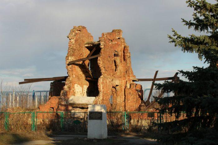 memorialnyy-kompleks-ostrov-lyudnikova-700x467