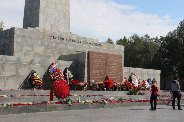 memorialnyy-kompleks-sapun-gora-700x466