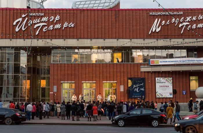 molodezhnyy-teatr-imeni-mustaya-karima-700x459