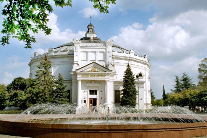muzey-panorama-oborona-sevastopolya-700x469
