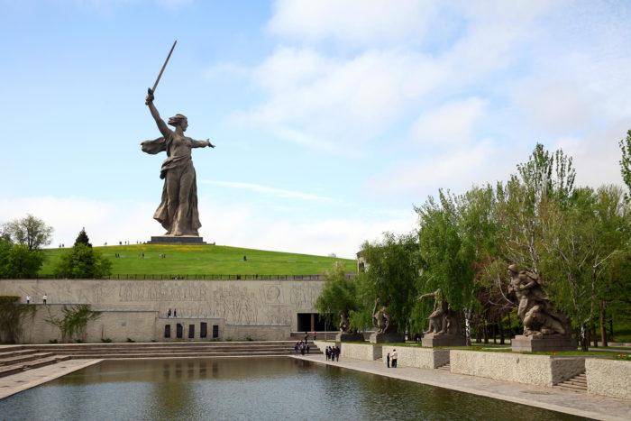 pamyatnik-ansambl-geroyam-stalingradskoy-bitvy-700x467