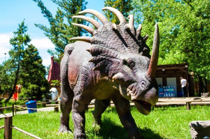 park-dinozavrov-zateryannyy-mir-1-700x465