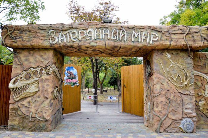 park-dinozavrov-zateryannyy-mir-2-700x466
