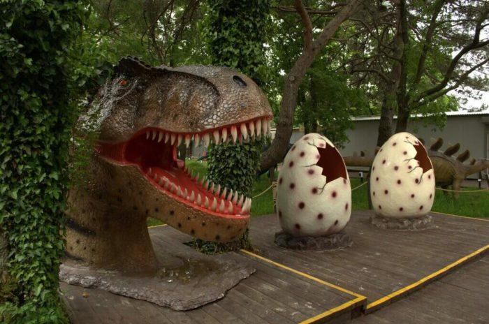 park-dinozavrov-zateryannyy-mir-700x464