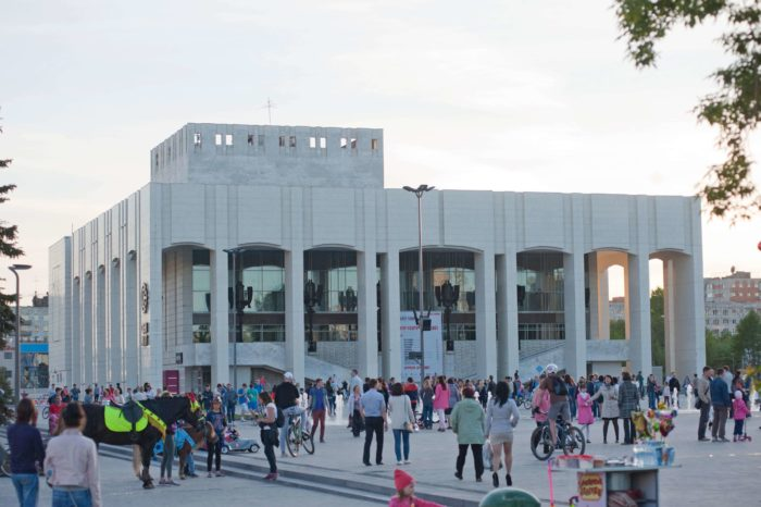 permskiy-akademicheskiy-teatr-teatr-700x466