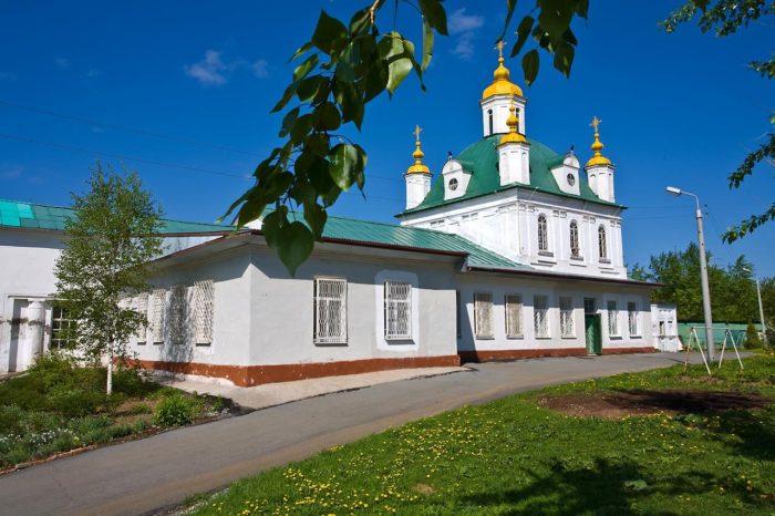 petropavlovskiy-sobor-1-700x466