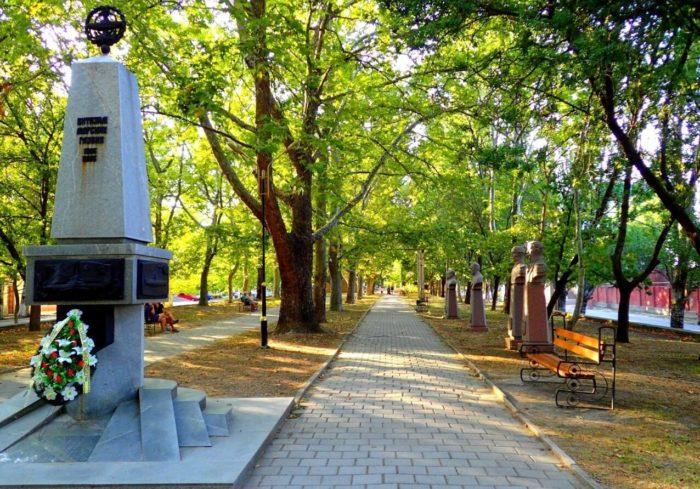platanovaya-alleya-1-700x489