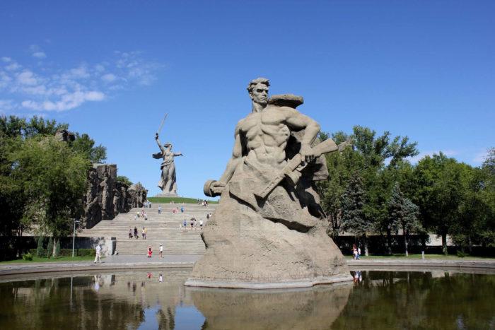 ploschad-stoyavshih-nasmert-700x467