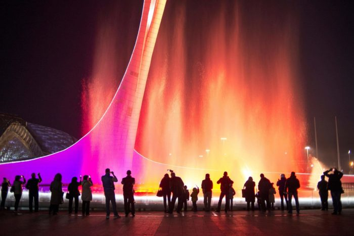 poyuschie-fontany-v-olimpiyskom-parke-700x467
