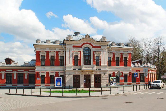 pskovskiy-teatr-dramy-imeni-a.-s.-pushkina-700x467