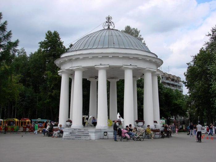 rotonda-v-parke-gorkogo-700x525