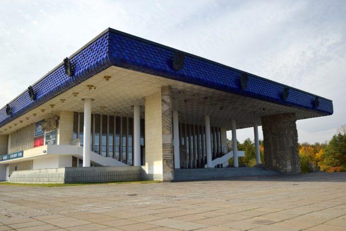 russkiy-dramaticheskiy-teatr-bashkortostana-700x467
