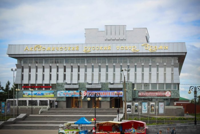 russkiy-teatr-dramy-imeni-g.-konstantinova-700x467
