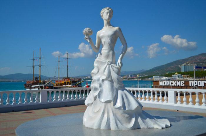 skulptura-belaya-nevesta-700x463