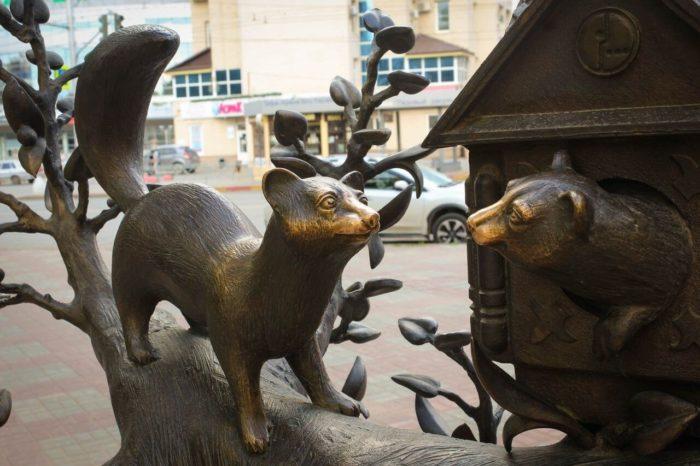 skulptura-dom-kunitsy-700x466