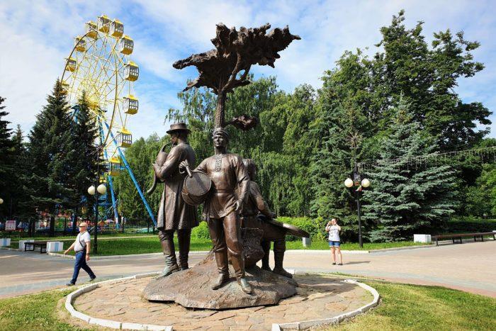 skulptura-drevo-zhizni-700x467