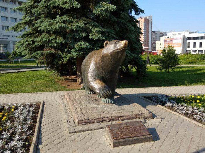 skulptura-permskiy-medved-700x525