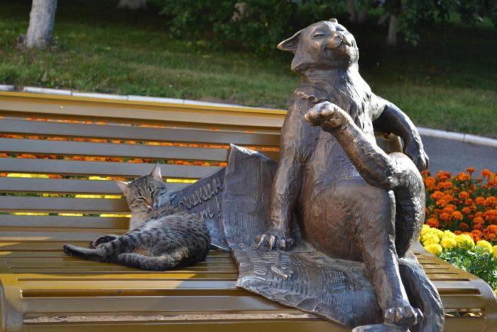 skulpturnaya-kompozitsiya-yoshkin-kot-700x467
