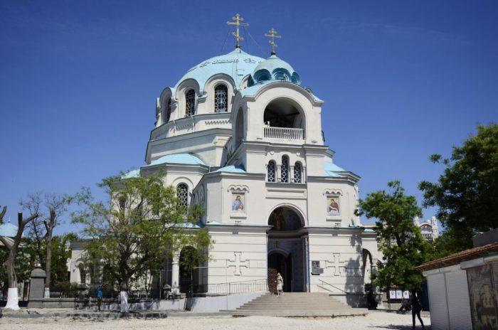 sobor-svyatitelya-nikolaya-chudotvortsa-700x464