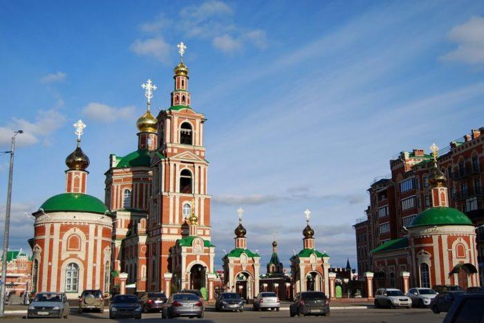 sobor-voskreseniya-hristova-700x467