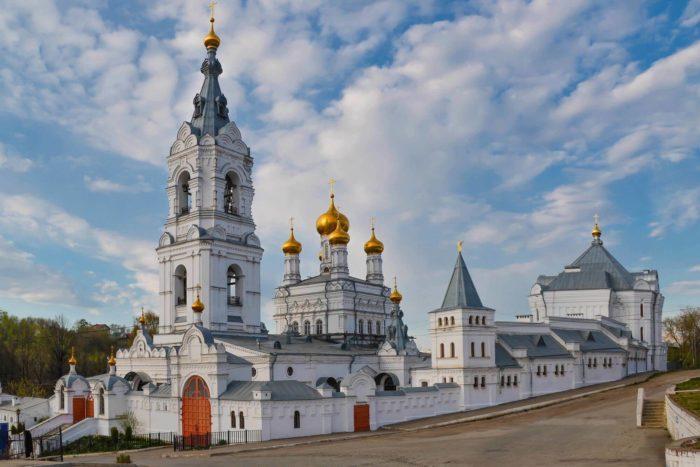 svyato-troitskiy-stefanov-monastyr-700x467