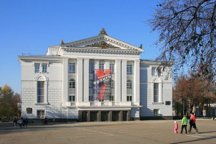 teatr-opery-i-baleta-imeni-p.-i.-chaykovskogo-700x469