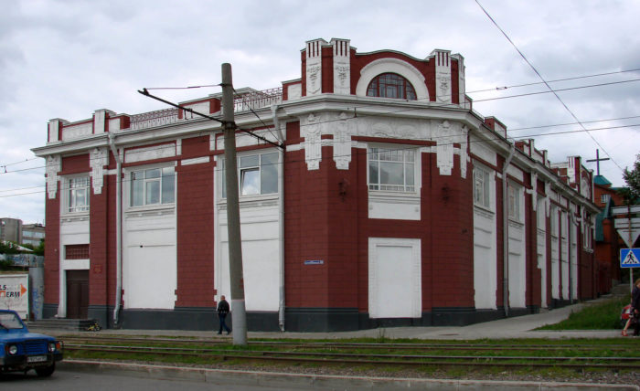torgovyy-dom-izhboldinyh-700x428
