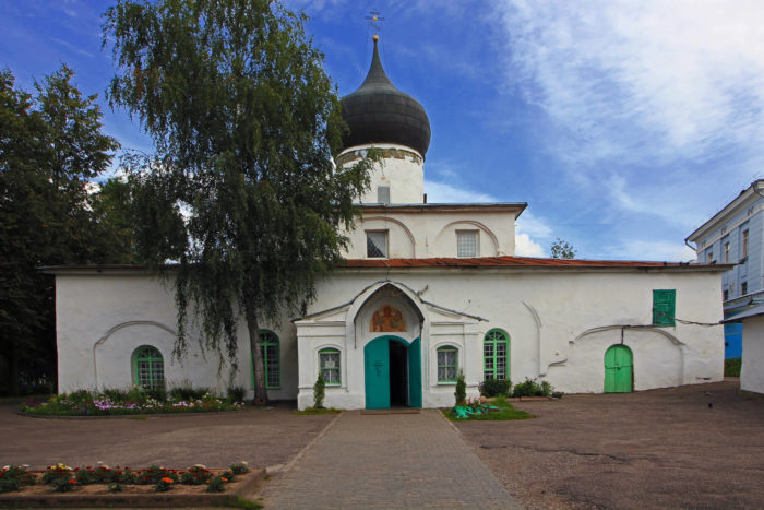 tserkov-mihaila-arhangela-s-gorodtsa-700x467