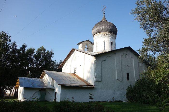 tserkov-nikoly-so-usohi-700x466