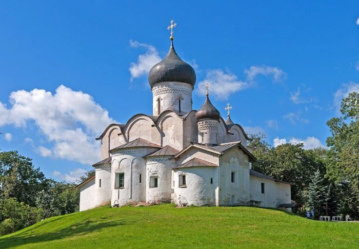 tserkov-vasiliya-na-gorke-700x485