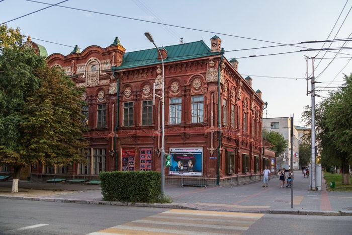 volgogradskiy-kazachiy-teatr-700x467