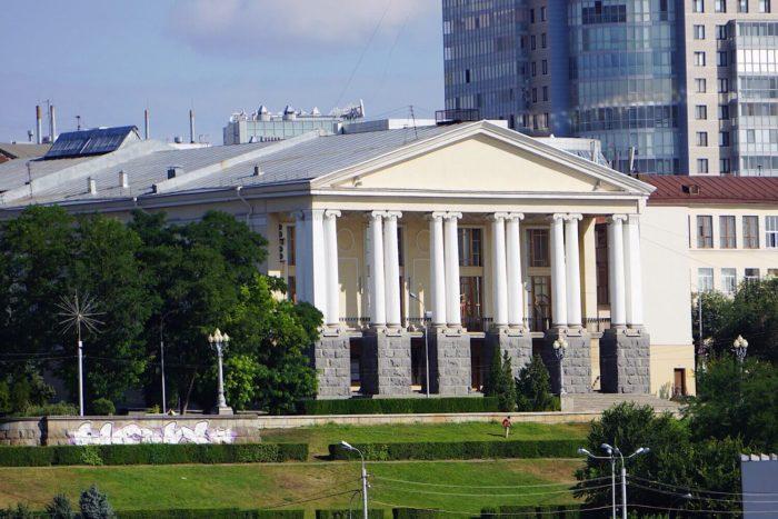 volgogradskiy-muzykalnyy-teatr-700x467