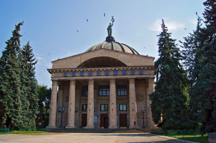 volgogradskiy-planetariy-700x466