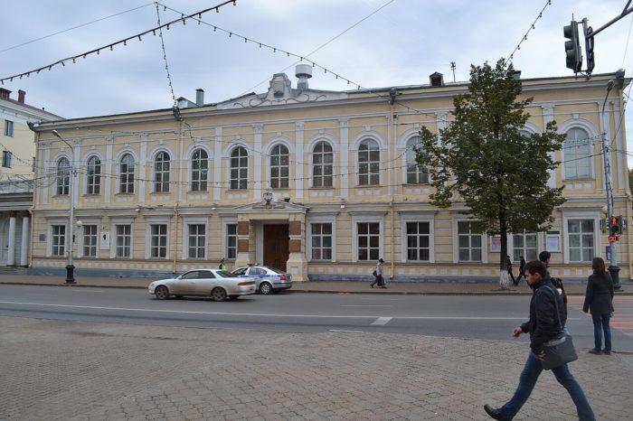 zdanie-deputatskogo-dvoryanskogo-sobraniya-700x466