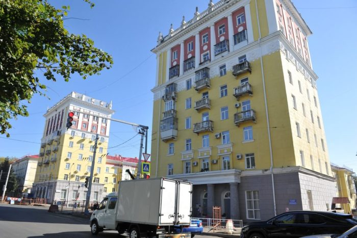 zdaniya-vosmietazhek-700x466