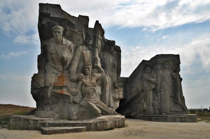 adzhimushkayskie-kamenolomni-700x465