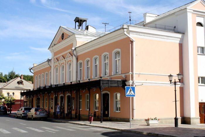 astrahanskiy-dramaticheskiy-teatr-700x466