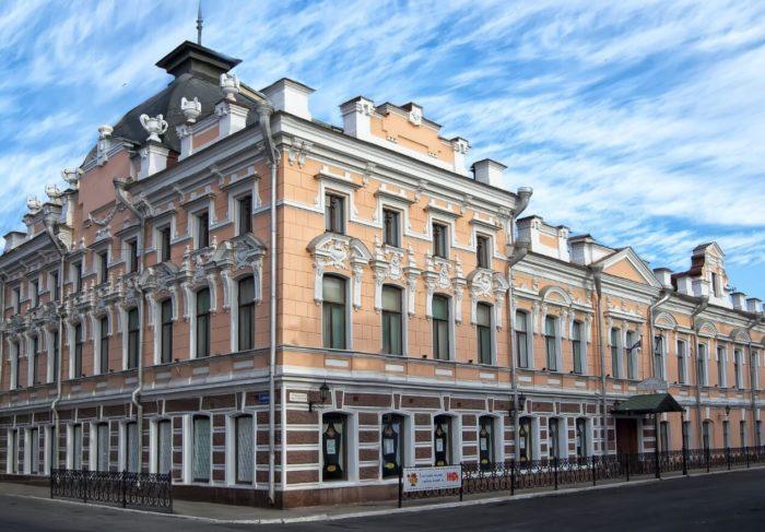 astrahanskiy-gosudarstvennyy-teatr-kukol-700x487
