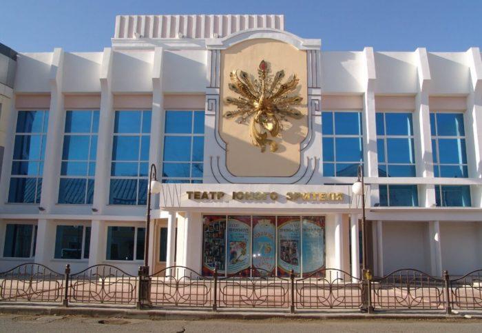 astrahanskiy-teatr-yunogo-zritelya-700x483
