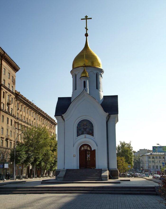 chasovnya-svyatogo-nikolaya-700x881