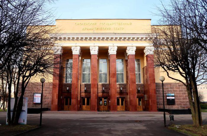 dramaticheskiy-teatr-imeni-a.-s.-griboedova-700x458