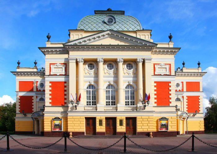 dramaticheskiy-teatr-imeni-n.-p.-ohlopkova-700x495