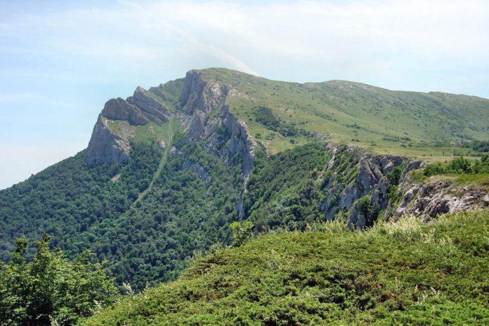 gora-chatyr-dag-700x467