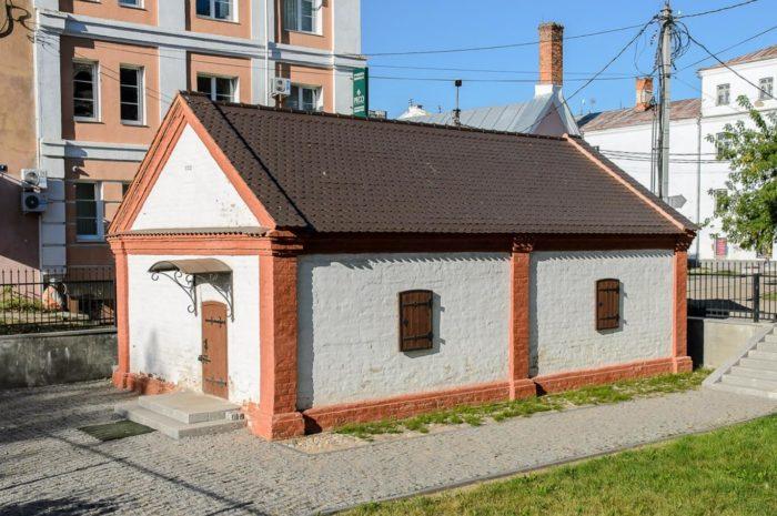 gorodskaya-kuznitsa-xvii-veka-700x465