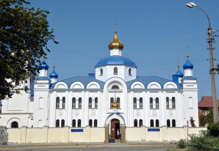 hram-rozhdestva-presvyatoy-bogoroditsy-700x483