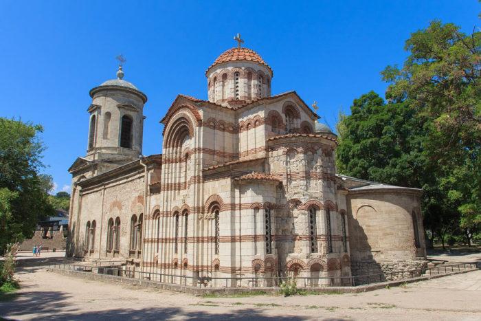 hram-svyatogo-ioanna-predtechi-700x467