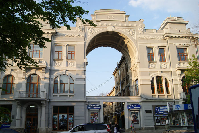 kinoteatr-imeni-t.-g.-shevchenko-700x467