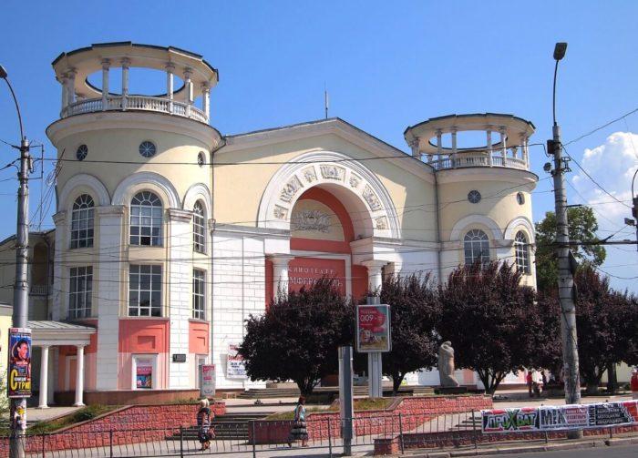 kinoteatr-simferopol-700x503