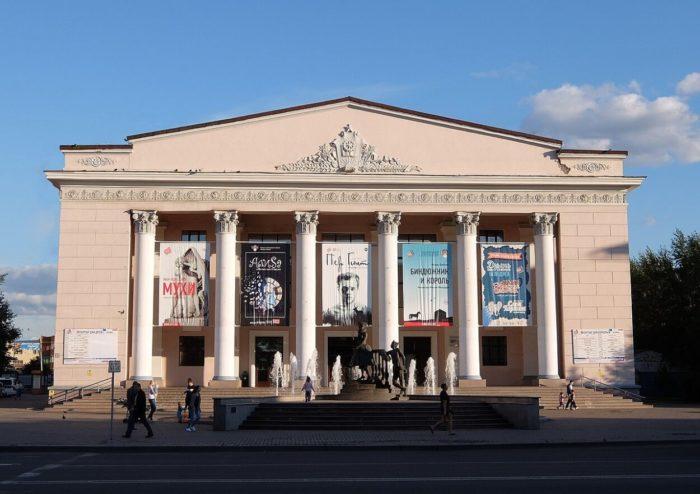 krasnoyarskiy-teatr-yunogo-zritelya-700x494